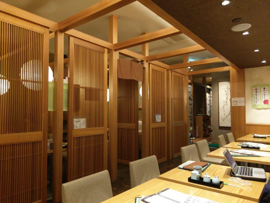 会津蕎麦と日本料理「湖穂里」の店内
