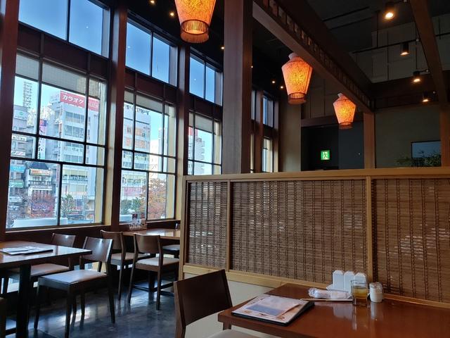 福島県の郡山駅にある美味餐庁の店内