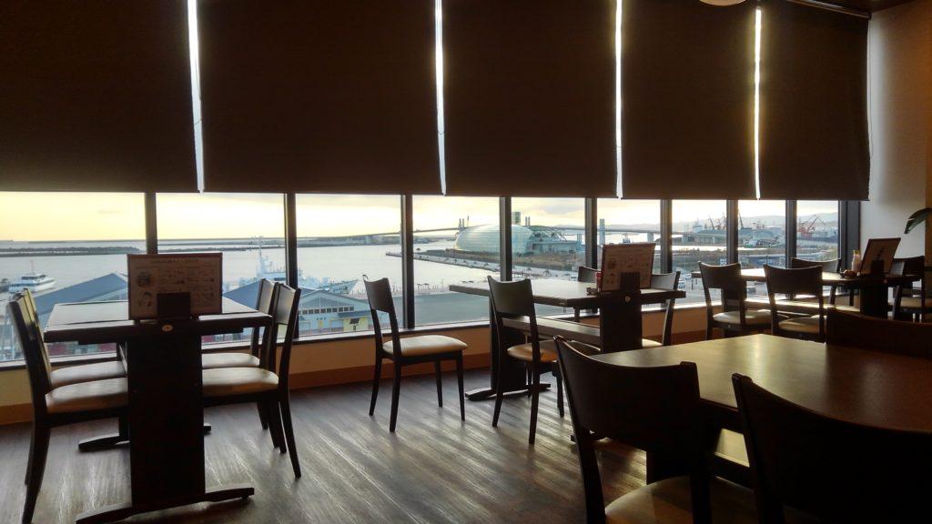福島県いわき市のアクアマリンが見える窓辺
